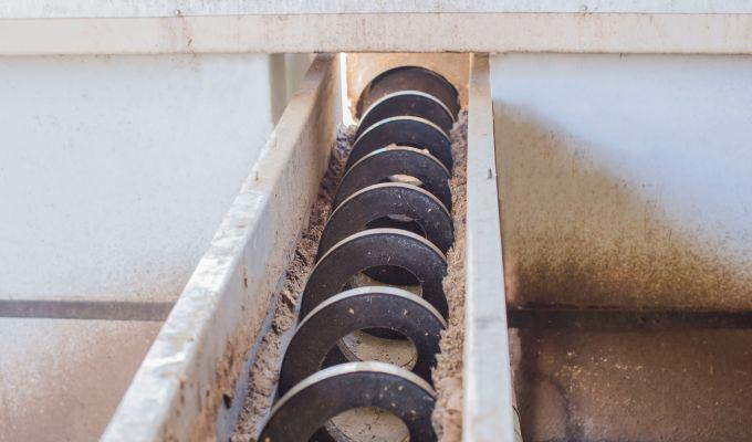 Screw Conveyor shutterstock_692392021